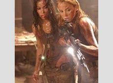 Daniella Alonso e Jessica Stroup in una scena di Le ... Jessica Stroup Hills Have Eyes 2