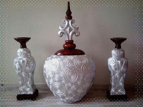 candelabros de yeso bombonera plata y caoba botellas y juegos de tres