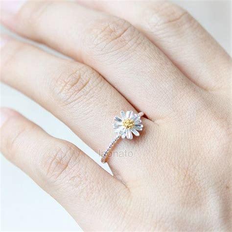 Ring Bunga Cantik kamu yang sudah berniat mengikat janji pilih saja di