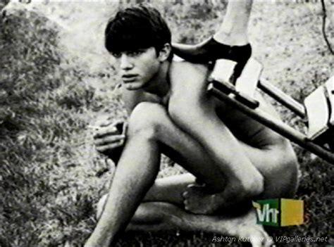 Nude Ashton Kutcher On Ellen Hot Girls Wallpaper