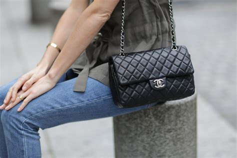 Bag Tas Chanel Classic Klasik Clasic chanel s classic flap bag increased in value 70 in past 6 years racked