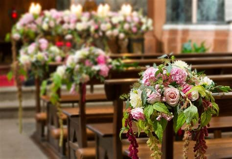 composizione fiori matrimonio chiesa addobbi floreali in chiesa fiorista fiori per