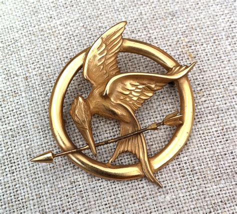 How To Make A Mockingjay Pin Out Of Paper - mockingjay jewels catching theskinnystiletto