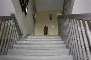 Paint this stairs spindles white or not