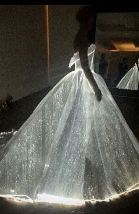 Dress That Lights Up by Couture Led Dress Lights Up The Met Gala 2 Materia