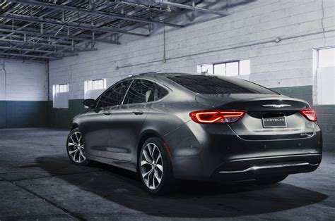 2015 Chrysler 200 S 0 60 2015 Chrysler 200 Reviews And Rating Motor Trend