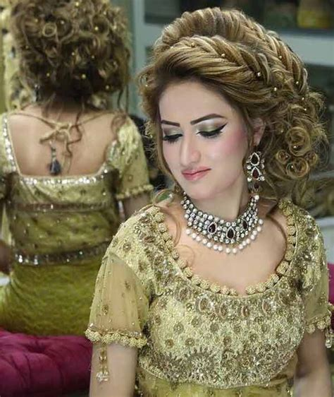 bridal hairstyles in pakistan pakistani mehndi hairstyles for bridals in 2018 fashioneven