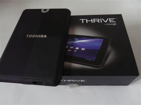 toshiba thrive review toshiba thrive unboxing and battery removal shown here