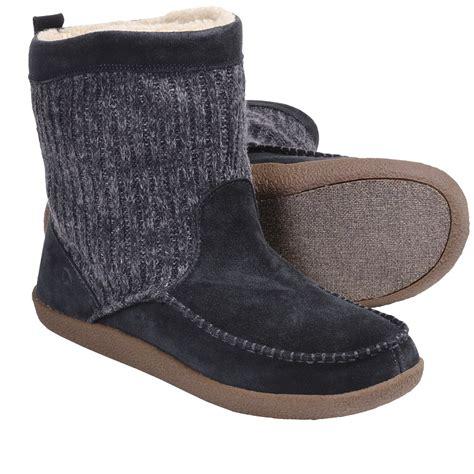 acorn slipper boots acorn boots lookup beforebuying