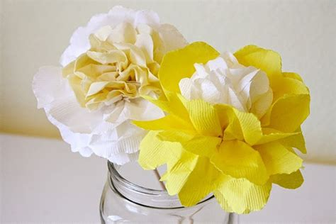 How To Make Flowers Out Of Paper Napkins - image gallery napkin flowers