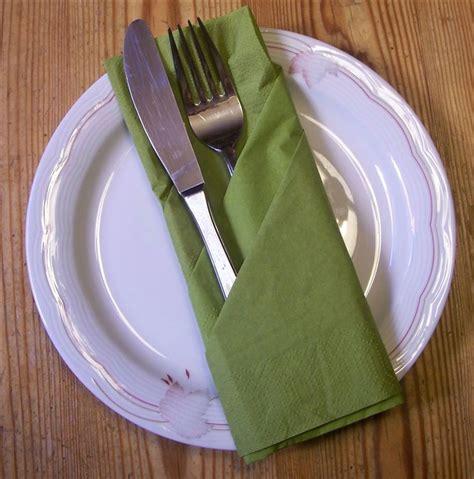 Servietten Falten Mit Besteck by Servietten Falten Bestecktasche Bastelfrau