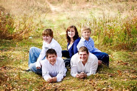 family photographer polly and jim outdoor family photographer sauk prairie wi wi senior pictures
