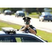 Image Police Officer With Radar Gun Size 700 X 464