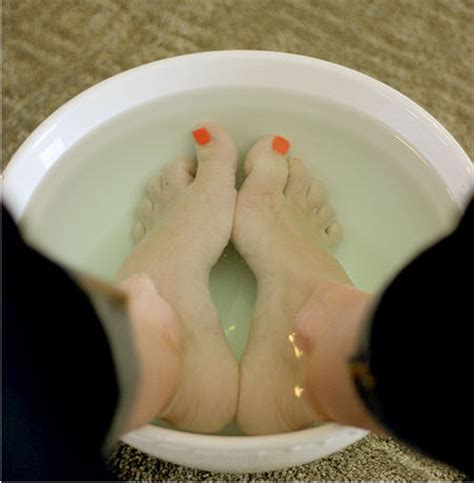 Foot Bath Detox Listerine by Listerine Vinegar Foot Soak For Skin Listerine Foot Soak