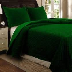 emerald green comforter 1000 ideas about emerald bedroom on green