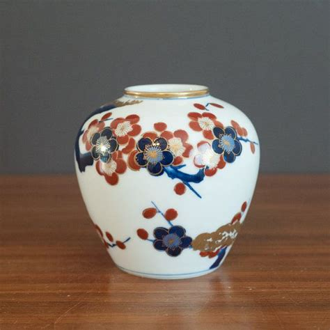 Gold Imari Vase beautiful gold imari handpainted vase vintage chinoiserie jar