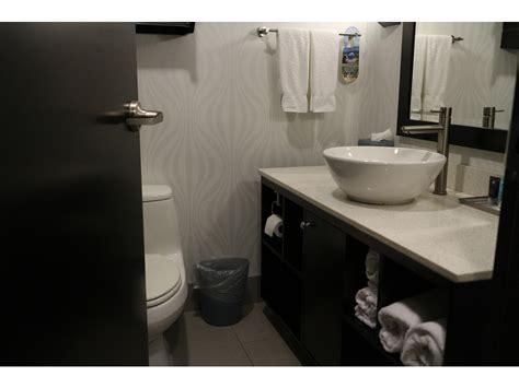 public bathroom creie crowne plaza fort lauderdale airport cruise port elsie hui