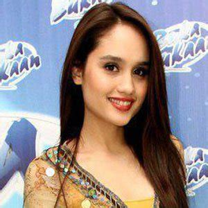 biography about cinta laura cinta laura bio facts family famous birthdays