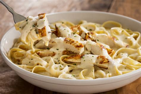 How To Make Olive Garden Chicken Alfredo by Olive Garden S Never Ending Pasta Bowl Returns With