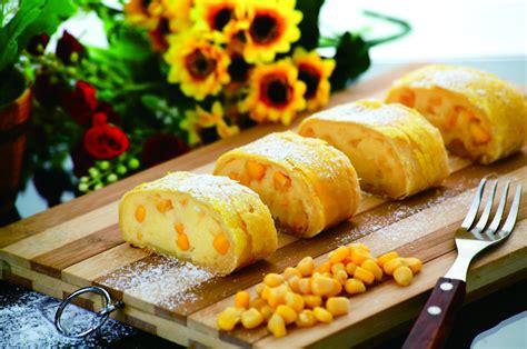 Malang Strudel Choco Banana varian rasa terbaru malang strudel corn cheese malang