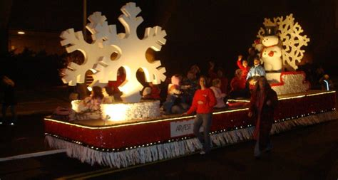 20 Inspiring Christmas Float Designs Photo   DMA Homes   4595
