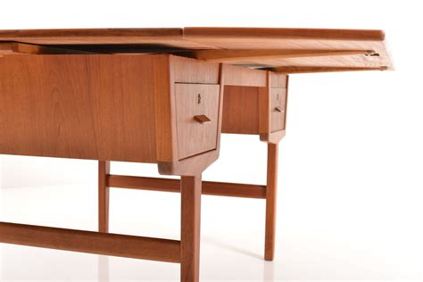 Mid Century Teak L by Mid Century Extendable Teak Desk For Sale At Pamono