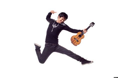 ukulele lessons jake shimabukuro jake shimabukuro on his ukulele heroes rolling in the