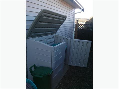 Rubbermaid Trash Shed by Rubbermaid Storage Shed Horizontal 32 Cu Ft Outside