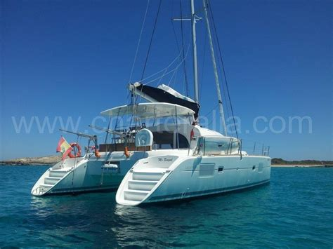 charter boat hits sailboat sailing boat in ibiza vs catamaran