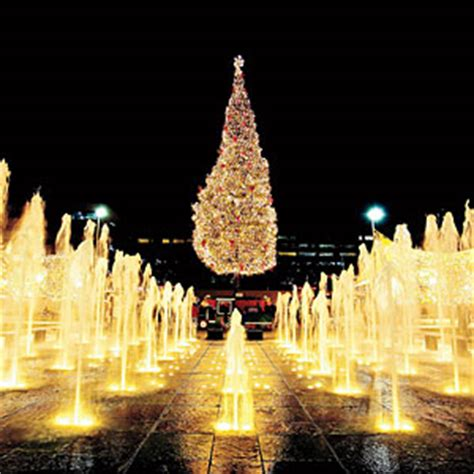 best christmas lights in kcmo kansas city plaza lights and mayor s tree southern living