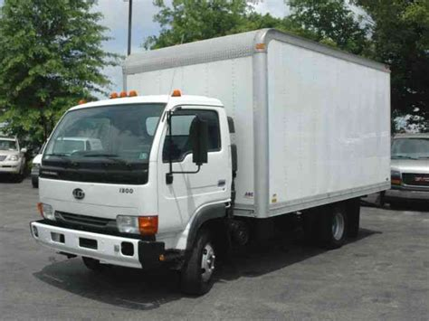 nissan box van nissan ud 1300 14ft box truck 2005 van box trucks
