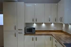 White Appliance Kitchen Ideas kas