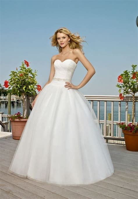 tulle strapless sweetheart ball gown wedding dress