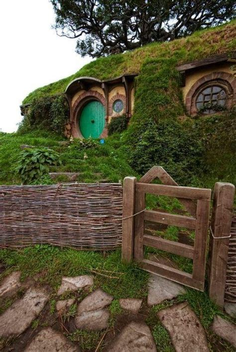 new zealand hobbit houses hobbit house new zealand paisajes pinterest