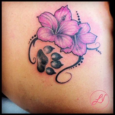 tatuaggi fiori ibisco tatuaggio fiore ibiscus orma za realizzato dal