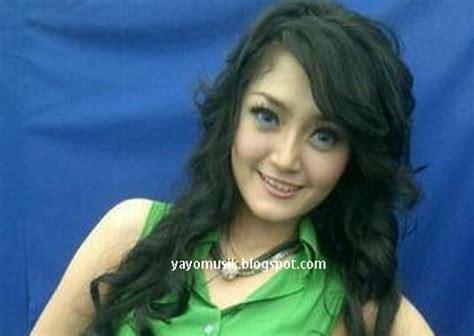download mp3 dangdut wanita lubang buaya diposting oleh yayo malabar di 14 57
