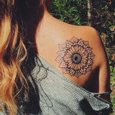 tatuaggi fiori di loto sulla spalla oltre 25 fantastiche idee su tatuaggi di fiore sulla