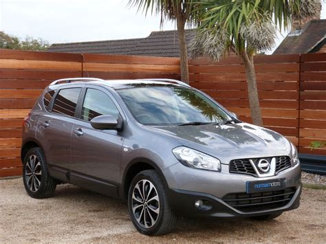 grey nissan used gun grey metallic nissan qashqai for sale dorset