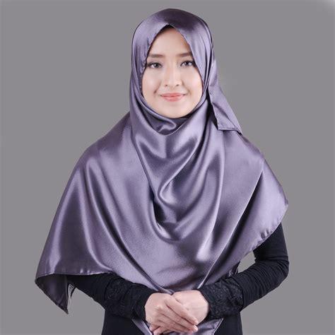 cantik dan berhijab dengan bahan satin sentral grosir jilbab kerudung i supplier