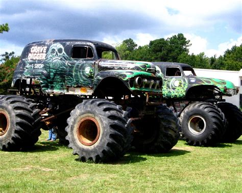 the first grave digger monster truck 100 the first grave digger monster truck the
