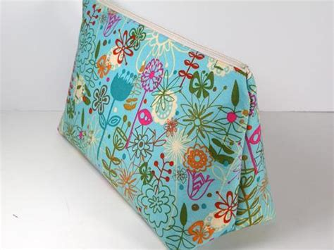 free pattern makeup bag you have to see easy cosmetics bag pattern by so sew easy