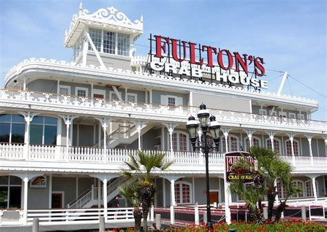 review fulton s crab house downtown disney disneydining