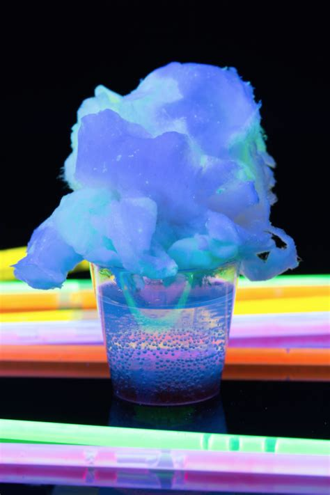 vodka tonic blacklight glow in the food ideas tonic water glow in the