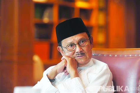 biography bj habibie in english bj habibie names as national innovation figure republika