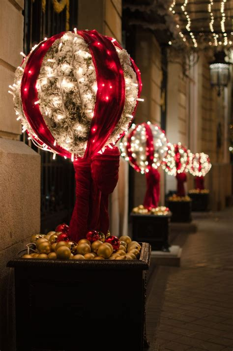 christmas backyard decorations 25 best ideas about exterior christmas lights on