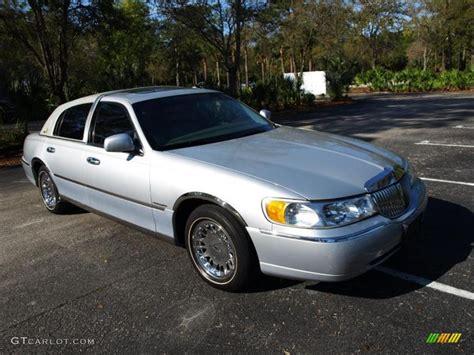 silver lincoln town car 2001 silver metallic lincoln town car cartier