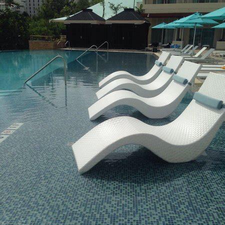 Hotel Pool Lounge Chairs by Poolside Lounge Chairs Cool Image Of Feature Poolside