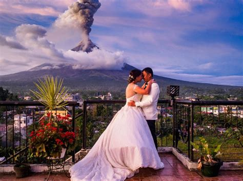 wedding photos volcano eruption makes for an epic wedding photo