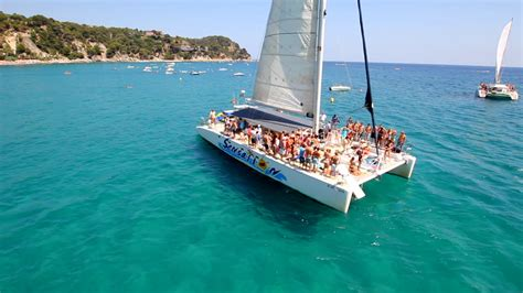 catamaran barcelona rental catamaran rental in port olimpic barcelona for big groups