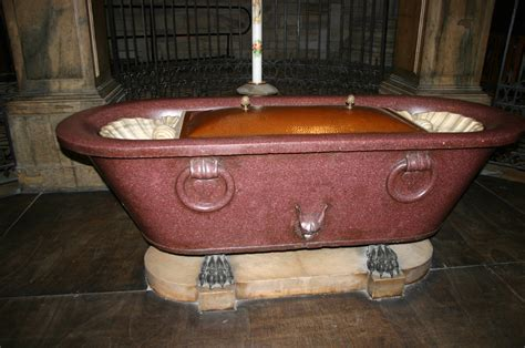 roman bathtub the roman hideout news stolen roman bathtub recovered